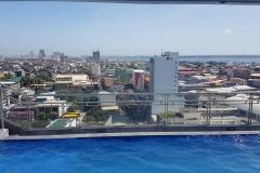 Výhled ze střechy One Central Hotel